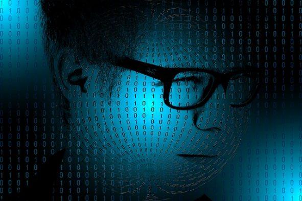 Männerkopf mit Binärcode